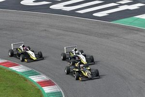 Kacper Sztuka, Iron Lynx davanti a Leonardo Bizzotto, BVM Racing e Oliver Gray, BVM Racing