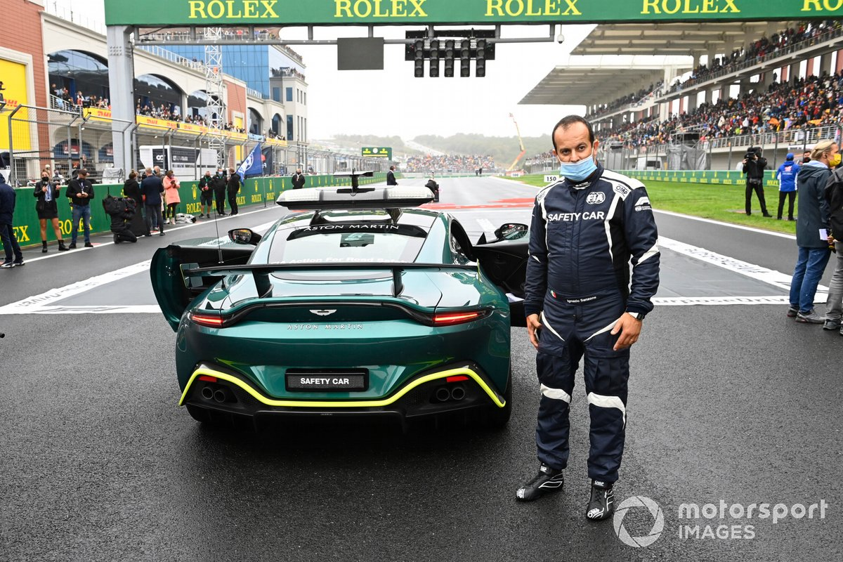 Ignazio Sanzone en la parrilla con el Safety Car