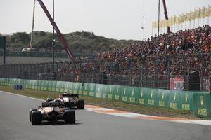 Antonio Giovinazzi, Alfa Romeo Racing C41, Daniel Ricciardo, McLaren MCL35M