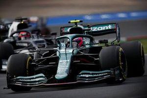 Sebastian Vettel, Aston Martin AMR21, Yuki Tsunoda, AlphaTauri AT02