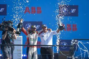 Le vainqueur Lucas Di Grassi, Audi Sport ABT Schaeffler, fête sur le podium