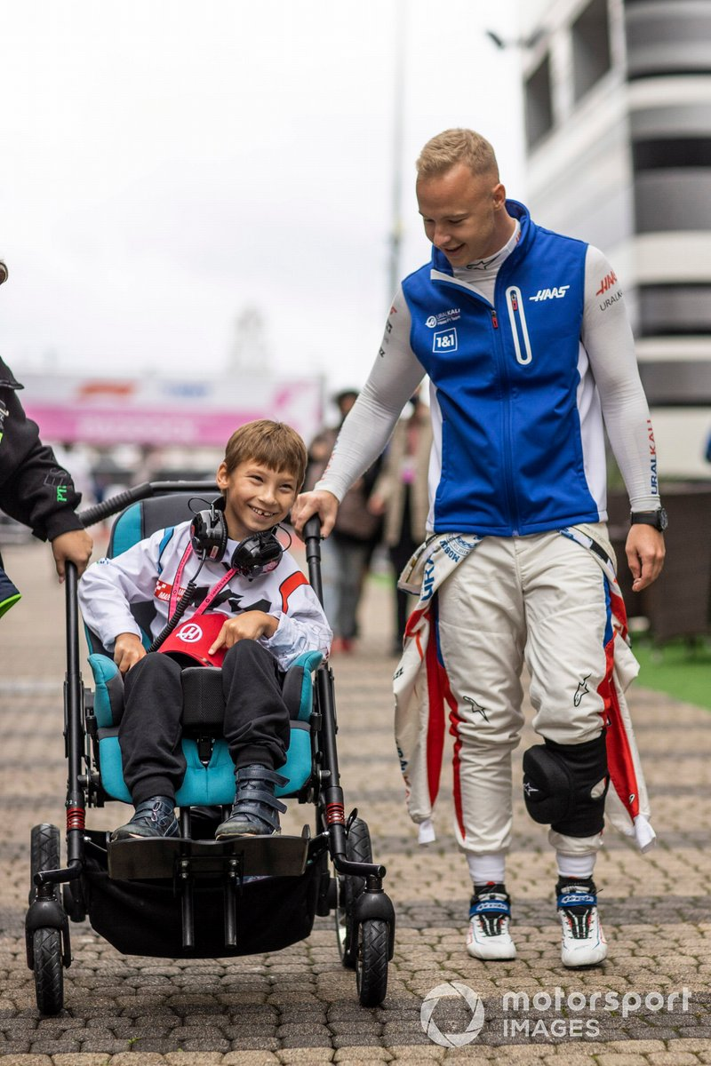 Nikita Mazepin, Haas F1, with a young guest in the Paddock