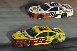 Joey Logano, Team Penske, Ford Mustang Shell Pennzoil and Quin Houff, StarCom Racing, Chevrolet Camaro Boss Hoss Cycles