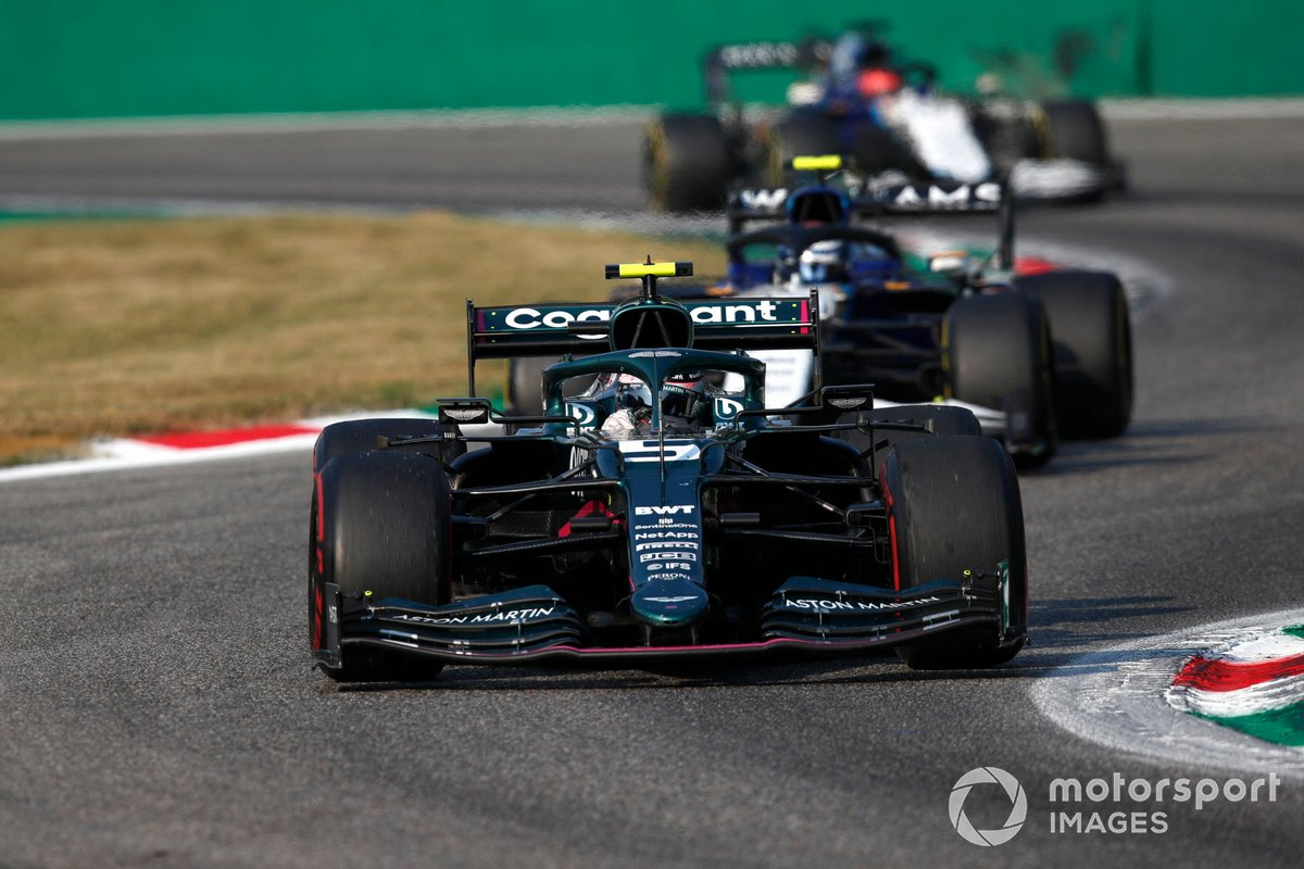 Sebastian Vettel, Aston Martin AMR21, Nicholas Latifi, Williams FW43B