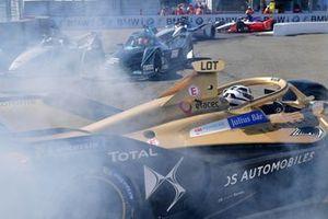 Andre Lotterer, DS TECHEETAH, DS E-Tense FE19 spins in front of Felipe Massa, Venturi Formula E, Venturi VFE05, Stoffel Vandoorne, HWA Racelab, VFE-05