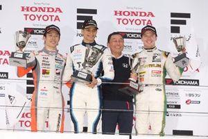 Подиум: Алекс Палоу и Сатору Накаджима, TCS Nakajima Racing, Сё Цубои, JMS P.mu/cerumo・, и Ник Кэссиди, Vantelin Team TOM'S