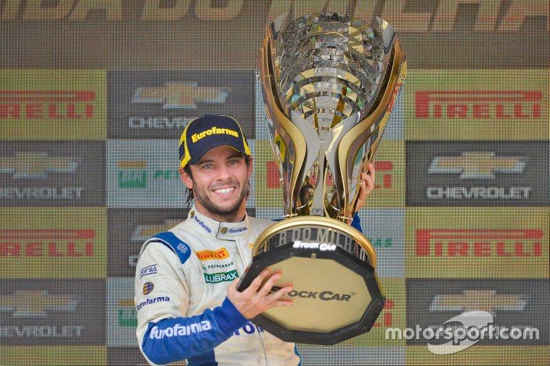 Ricardo Maurício con el trofeo Million Race