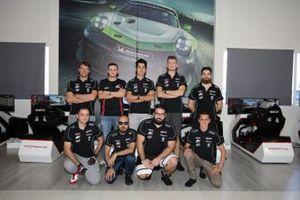 Foto di gruppo dei racer della Porsche Esports Carrera Cup Italia