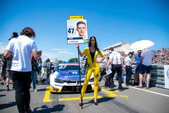 Grid girl, Joel Eriksson, BMW Team RBM, BMW M4 DTM