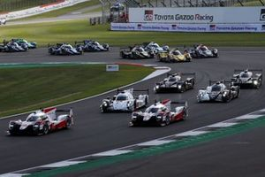 Start of the race, #7 Toyota Gazoo Racing Toyota TS050: Mike Conway, Jose Maria Lopez, Kamui Kobayashi leads