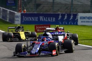 Daniil Kvyat, Toro Rosso STR14, leads Antonio Giovinazzi, Alfa Romeo Racing C38, and Nico Hulkenberg, Renault F1 Team R.S. 19
