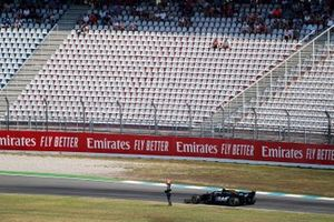Kevin Magnussen, Haas F1 Team VF-19, stops with a technical issue during practice