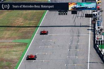 Sebastian Vettel, Ferrari SF90, precede Carlos Sainz Jr., McLaren MCL34