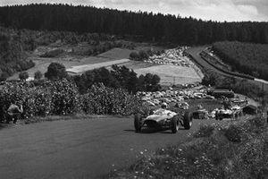 Джон Сертиз, Ferrari 156/63, и Джим Кларк, Lotus 25