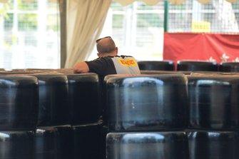 Membro del team Pirelli al lavoro