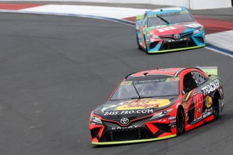 Martin Truex Jr., Joe Gibbs Racing, Toyota Camry Bass Pro Shops, Kyle Busch, Joe Gibbs Racing, Toyota Camry M&M's Hazelnut