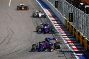 Pierre Gasly, Toro Rosso STR14, leads Daniil Kvyat, Toro Rosso STR14, Antonio Giovinazzi, Alfa Romeo Racing C38, and Alex Albon, Red Bull RB15
