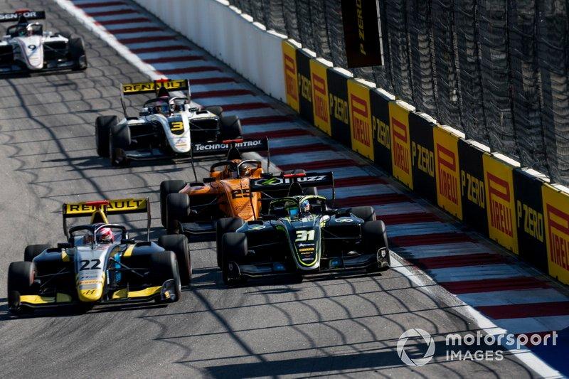 Ye Yifei, Hitech Grand Prix e Logan Sargeant, Carlin Buzz Racing