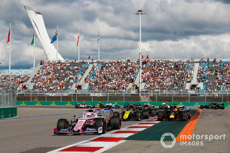 Sergio Perez, Racing Point RP19, leads Nico Hulkenberg, Renault F1 Team R.S. 19, Max Verstappen, Red Bull Racing RB15, Kevin Magnussen, Haas F1 Team VF-19, and the remainder of the field at the start