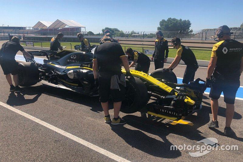 Сергей Сироткин, Renault Sport F1 Team; тесты 18-дюймовых шин