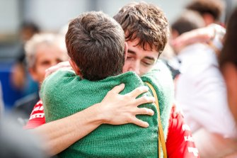 Charles Leclerc, Ferrari, hugs the mother of Anthoine Hubert