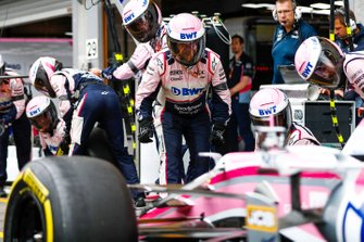 Racing Point practice a pit stop