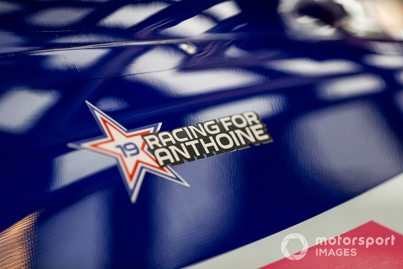 El logo de Racing for Anthoine en el Racing Point RP19 Halo, en homenaje al fallecimiento del piloto de F2 Anthoine Hubert.