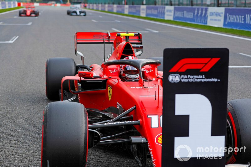 Polesitter Charles Leclerc, Ferrari, secondo classificato Sebastian Vettel, Ferrari, terzo classificato Lewis Hamilton, Mercedes AMG F1