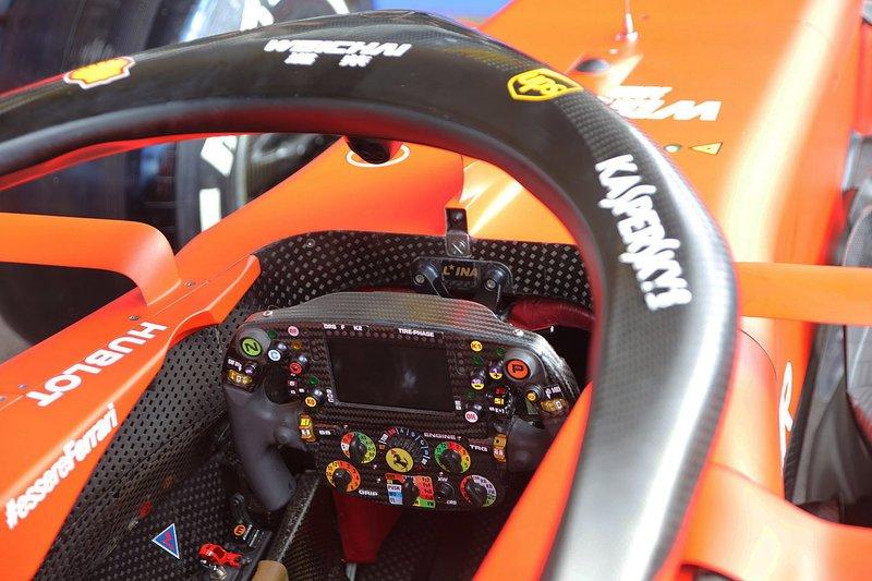 Detalle de la cabina del Ferrari SF90