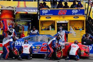 Joey Logano, Team Penske, Ford Mustang AAA Insurance pit stop