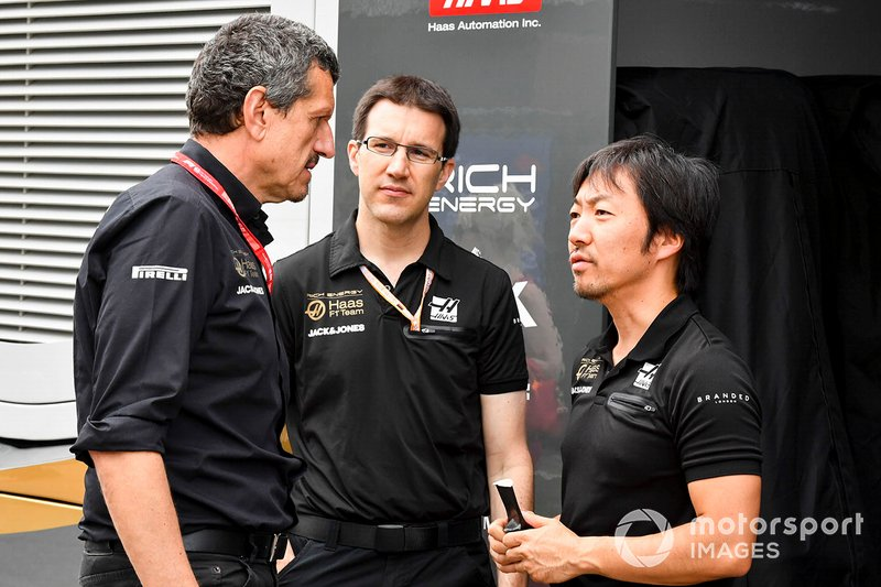 Guenther Steiner, Team Principal, Haas F1 and Ayao Komatsu, Chief Race Engineer, Haas F1