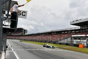 Robert Kubica, Williams FW42, passes a yellow flag