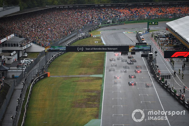 Lewis Hamilton, Mercedes AMG F1 W10, leads Valtteri Bottas, Mercedes AMG W10, Max Verstappen, Red Bull Racing RB15, Carlos Sainz Jr., McLaren MCL34, Kimi Raikkonen, Alfa Romeo Racing C38, and the rest of the field at the start