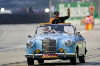 Valtteri Bottas, Mercedes AMG F1, Sebastian Vettel, on the drivers parade