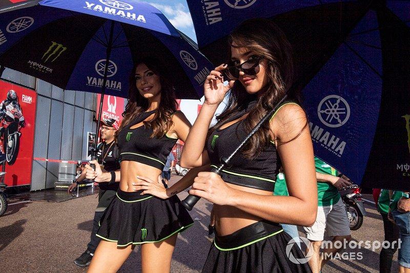 Девушки заводской команды Yamaha