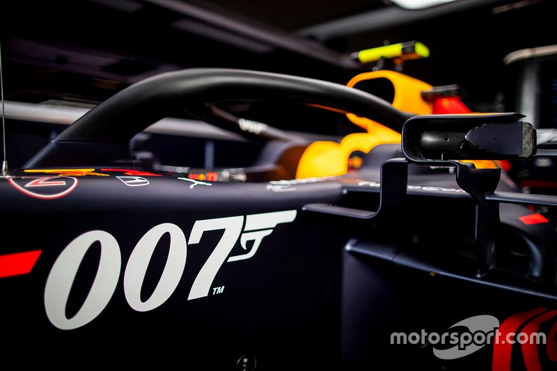 Red Bull Racing RB15 dengan livery spesial James Bond