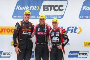 Podio, Matt Neal, Halfords Yuasa Team Dynamics Honda Civic e Josh Cook, BTC Racing Honda Civic