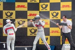 Podio: Ganador de la carrera Nico Müller, Audi Sport Team Abt Sportsline, segundo lugar Robin Frijns, Audi Sport Team Abt Sportsline