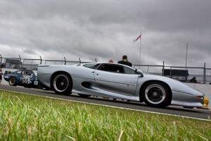 Historic British GT parade, Jaguar XJ220