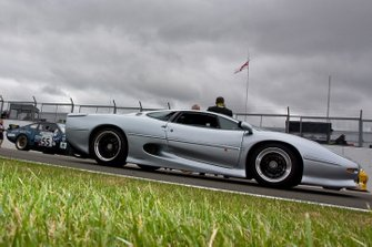 Historic British GT parade, Jaguar XJ220