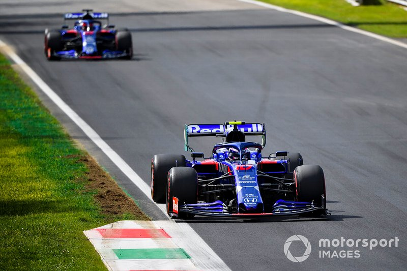 Pierre Gasly, Toro Rosso STR14 e Daniil Kvyat, Toro Rosso STR14