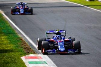 Pierre Gasly, Toro Rosso STR14 and Daniil Kvyat, Toro Rosso STR14