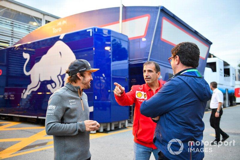 Fernando Alonso, McLaren, en Marc Gene, Ferrari