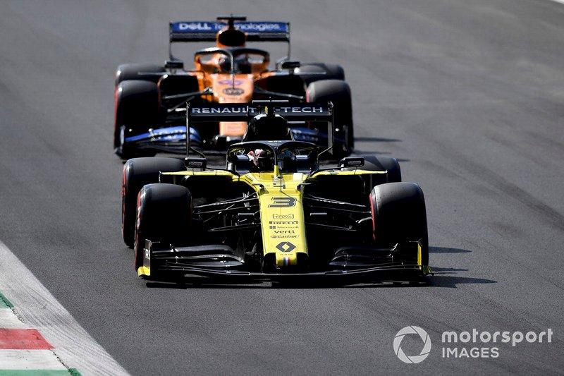 Daniel Ricciardo, Renault F1 Team R.S.19, Carlos Sainz Jr., McLaren MCL34