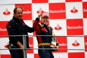 Podium: Gerhard Berger, copropriétaire, Scuderia Toro Rosso, et Sebastian Vettel, Toro Rosso