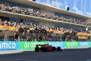 Max Verstappen, Red Bull Racing RB16B, 1st position, takes victory to the delight of his team on the pit wall