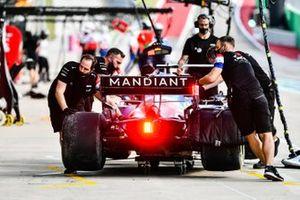 Fernando Alonso, Alpine A521, viene restituito al garage