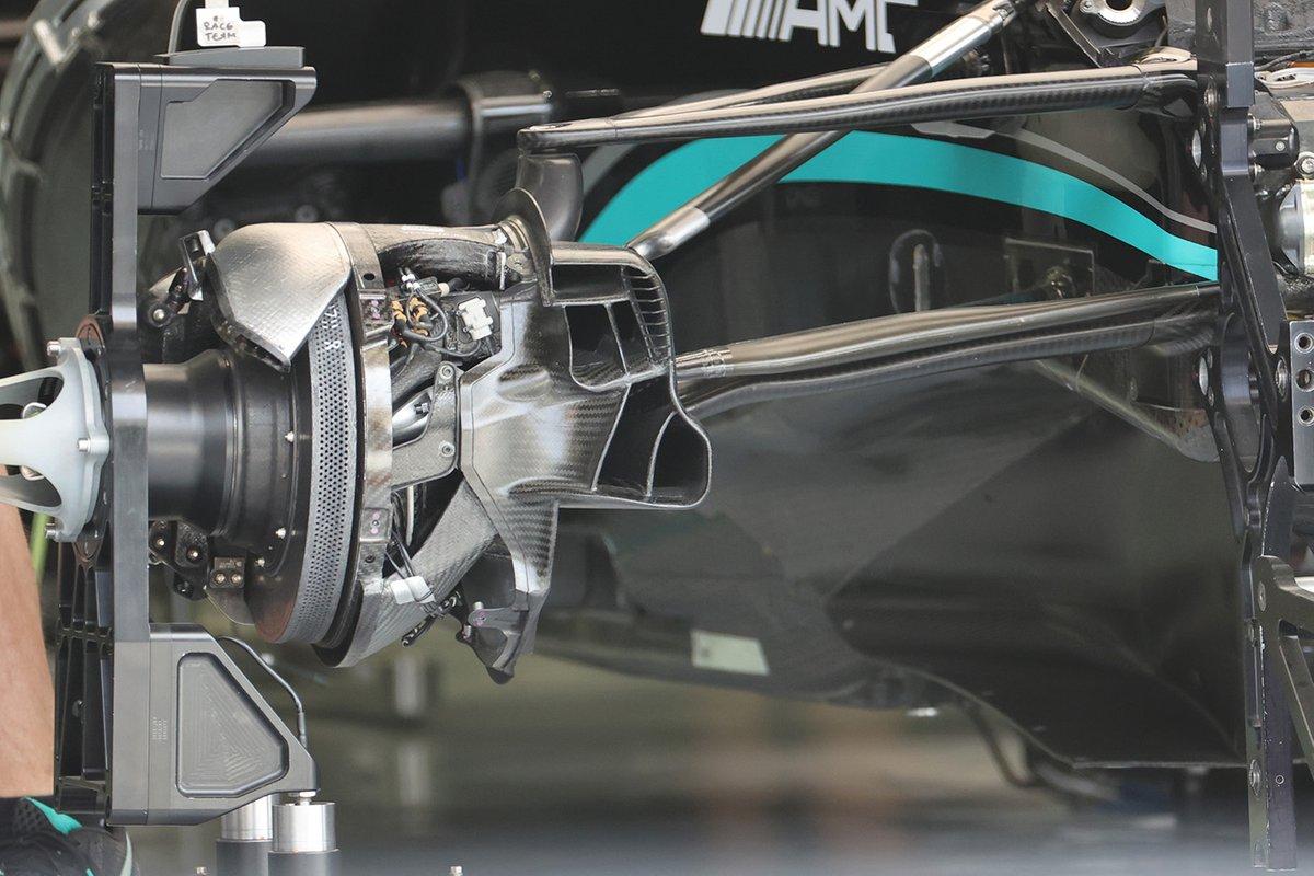 Mercedes W12: Vorderachs-Bremsschacht