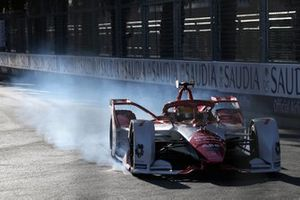 Crash: Sergio Sette Camara, Dragon Penske Autosport, Penske EV-4
