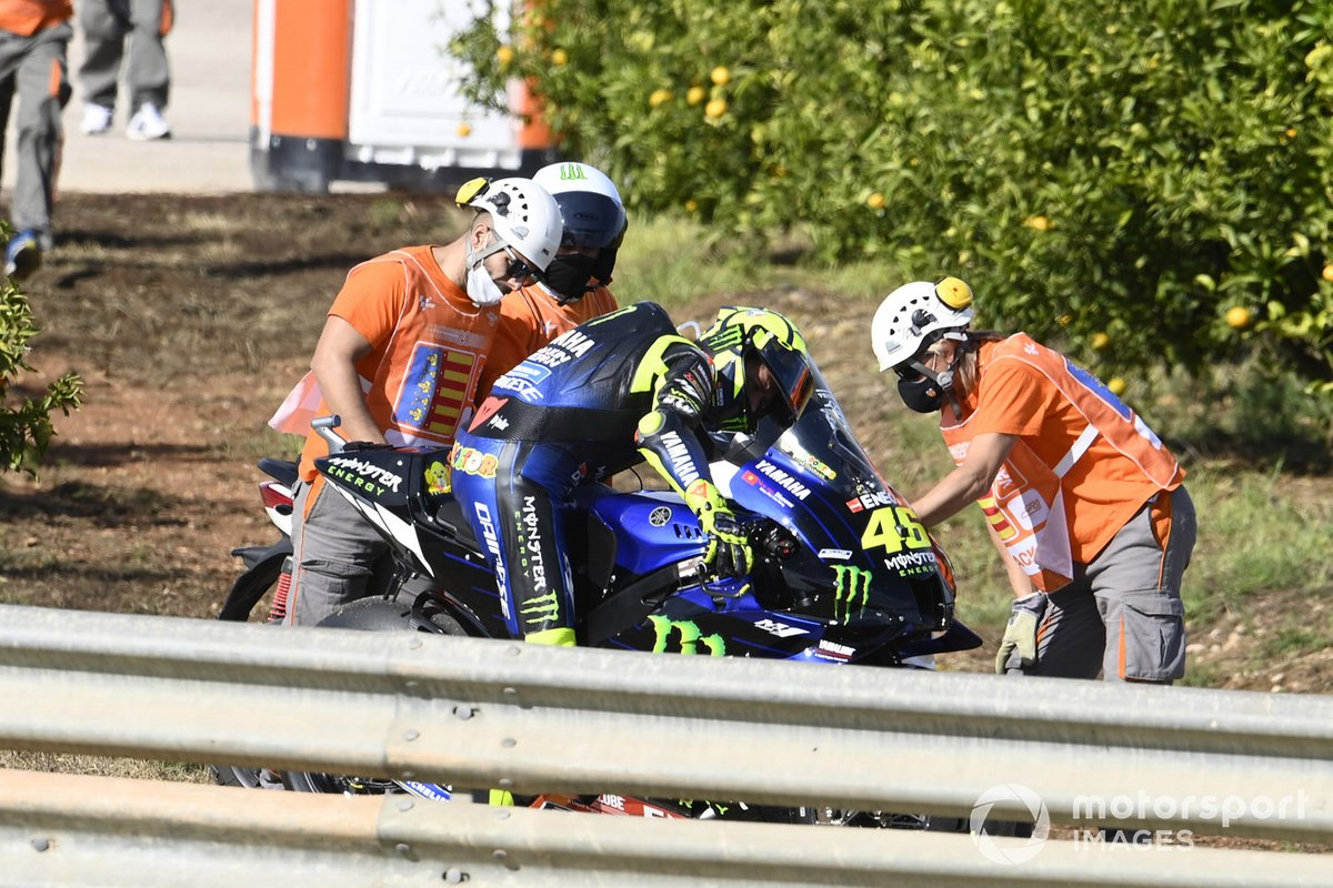 Valentino Rossi, Yamaha Factory Racing parcheggia la moto e si ritira